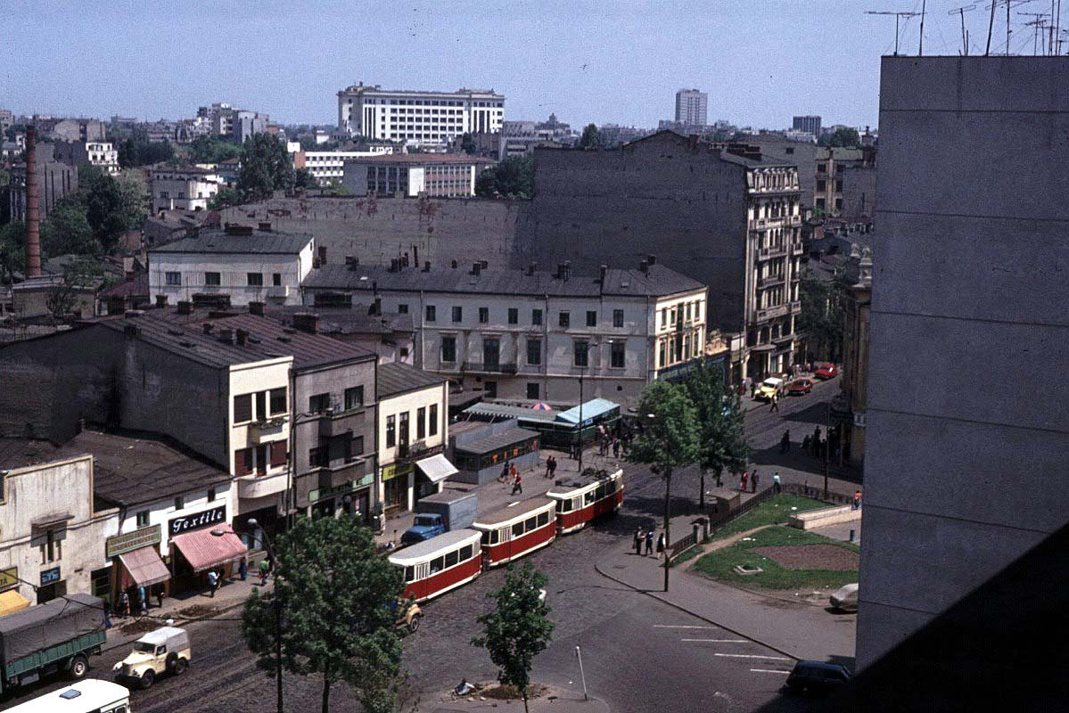 http://1.bp.blogspot.com/-ecf8iyAAxQs/TWI9w3utDRI/AAAAAAAAA2w/ZuBI3CHDMAU/s1600/1976_hotelview2.jpg