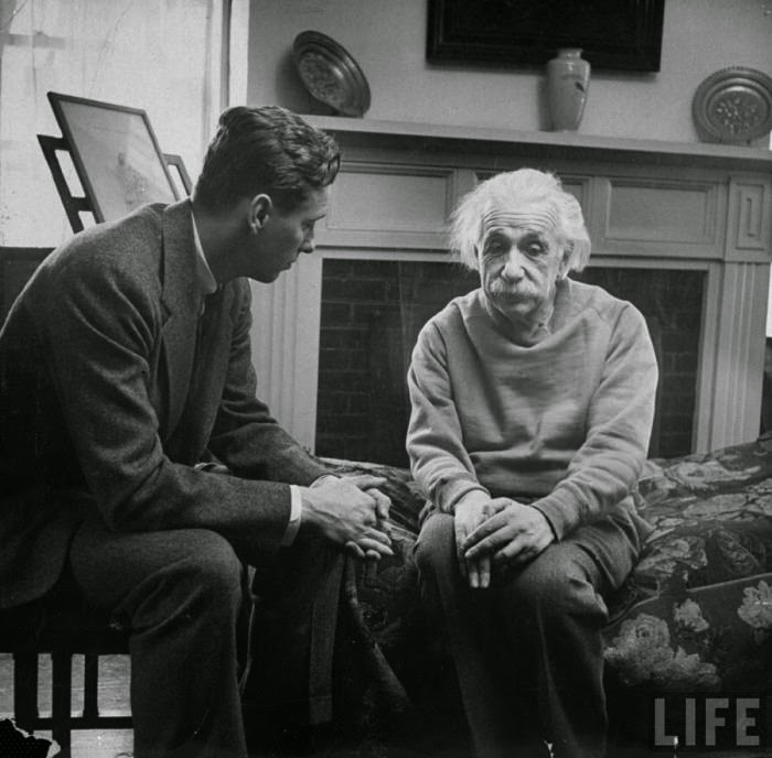 Ultimate Collection Of Rare Historical Photos. A Big Piece Of History (200 Pictures) - Cord Meyer Jr., president of United World Federalists, Inc., visiting Albert Einstein