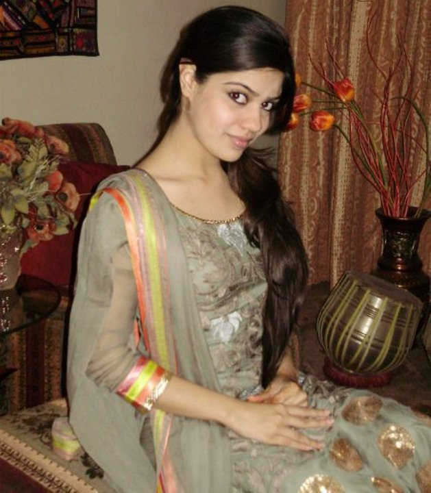 Pakistani hot facebook bhabhi