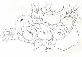 tacho com rosas e macas