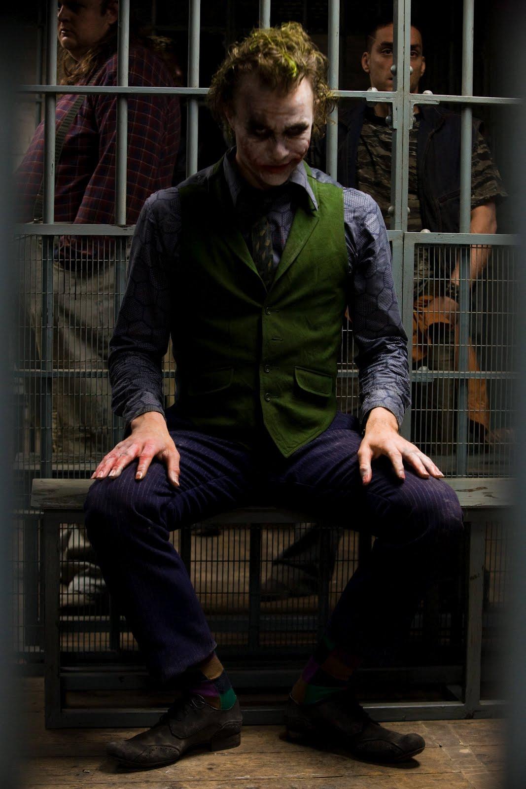 http://1.bp.blogspot.com/-ectmMr46cZ4/TxhxsDSG4hI/AAAAAAAABGI/tuoeD5yrXb4/s1600/joker.jpg