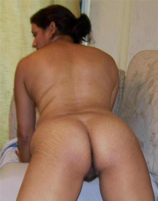 Mature Milf Nude Pictures On Sofa