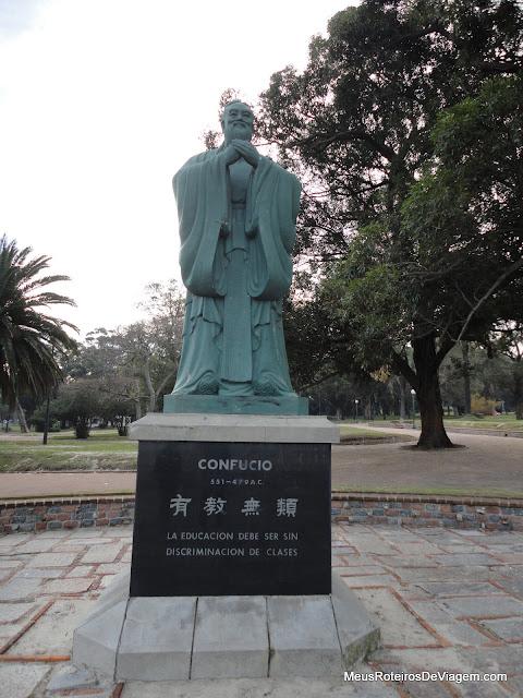 Estátua no Parque Rodó - Montevidéu, Uruguai