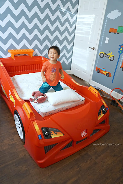 being mvp: step2 hot wheels™ toddler-to-twin race car bed + #giveaway