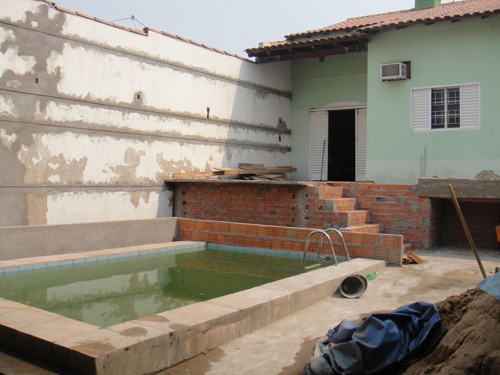 Criou se uma laje suspensa para receber os novos banheiros assim como  #694836 1600 1200