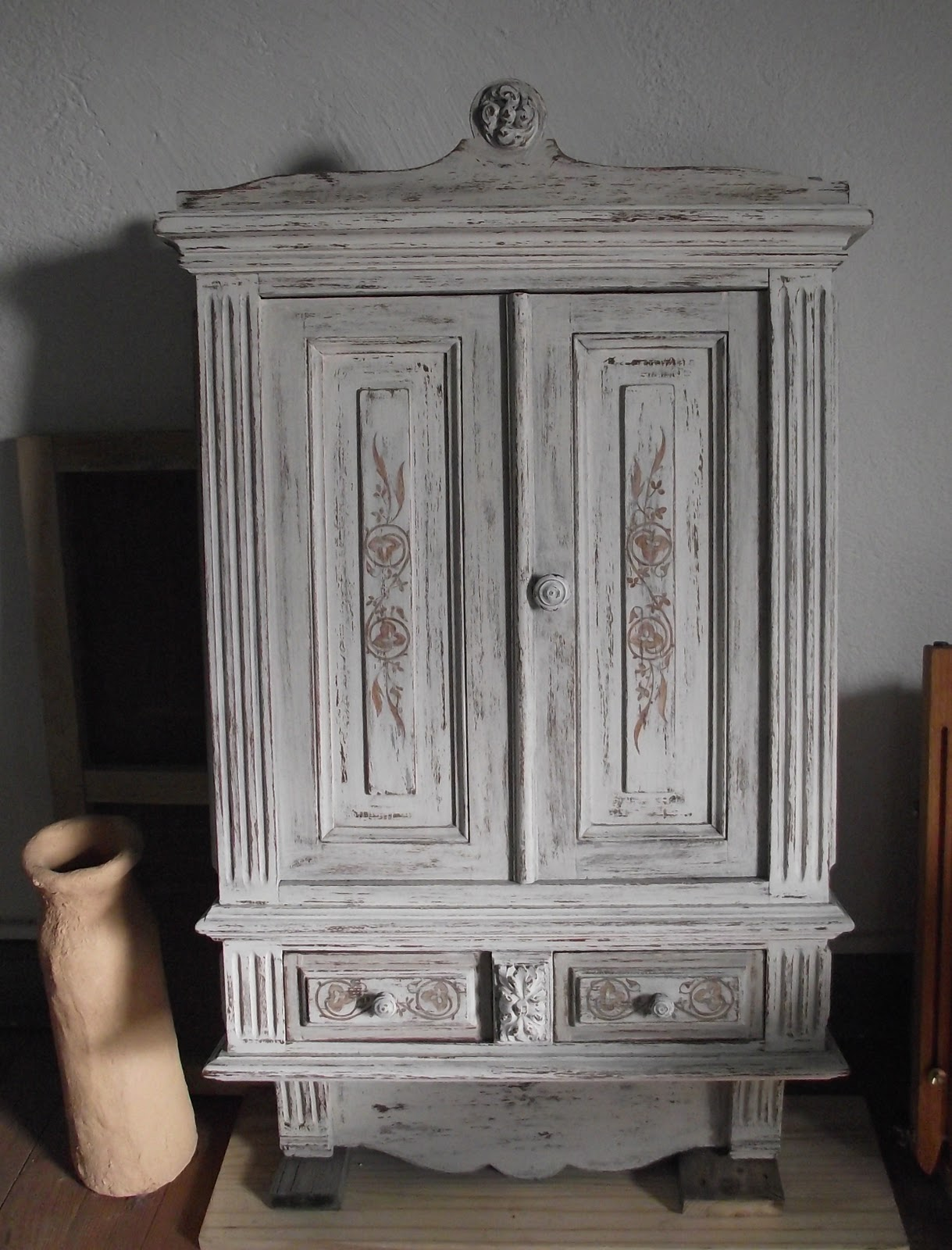Belart 39 deco petit meuble ancien a suspendre en chene patine - Patiner un meuble peint ...