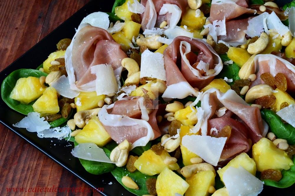 Salata cu spanac, prosciutto si ananas