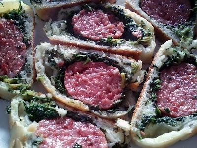 Immagine del cotechino in crosta di pasta di pane con gli spinaci