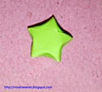 inilah hasil akhir kerajinan tangan dari kertas bekas berbentuk bintang segilima yang imut