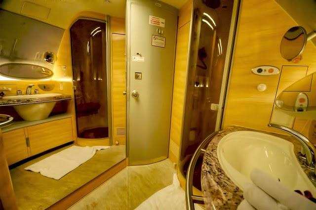 Baño Con Inodoro Separado: : ¿Qué pasa cuando tiras de la cadena en el inodoro de un avión