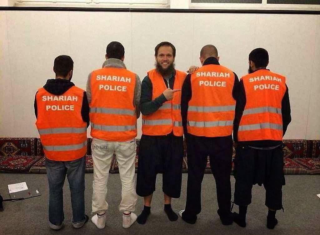 Policiais da Sharia, foto no Facebook.