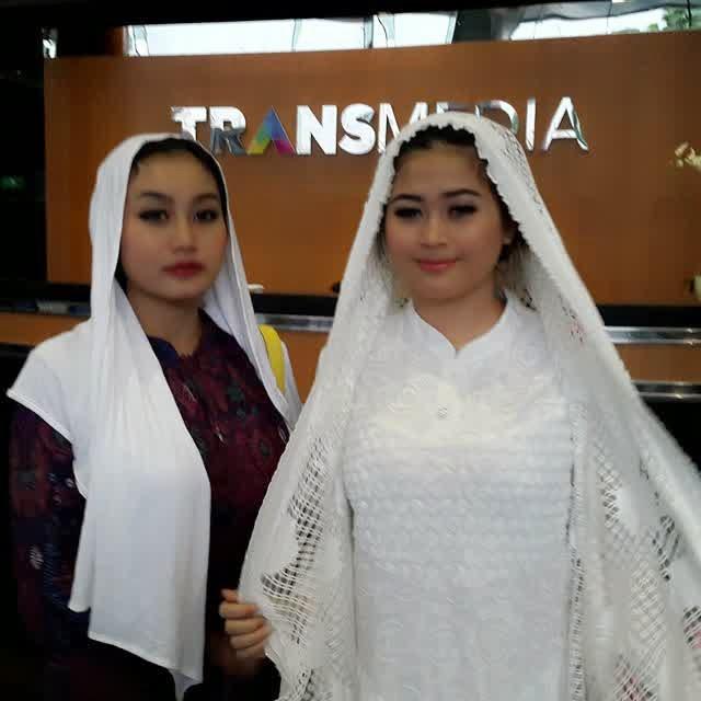 Berita dan Foto Duo Serigala Dengan Goyang Dribel Terbaru (Biodata, Foto, Singel, Video, Official Akun, Pin BB, No HP 100% Work)