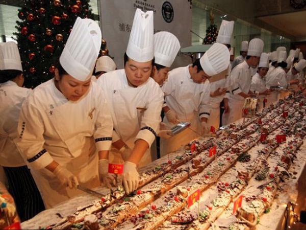 Cake Natal Terpanjang di Dunia, 1.068 Meter