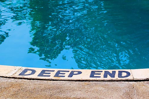 how to swim in deep water without drowning