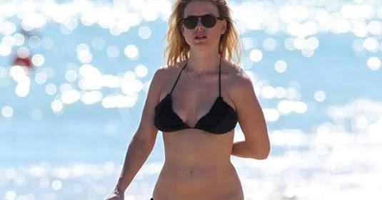 Alice Amelie in Bikini on the beach in Miami Pic 7 of 35