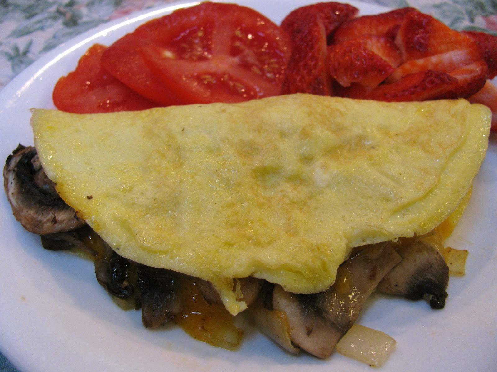 How to prepare an omelette in a frying pan Recipe with sausage and its variations