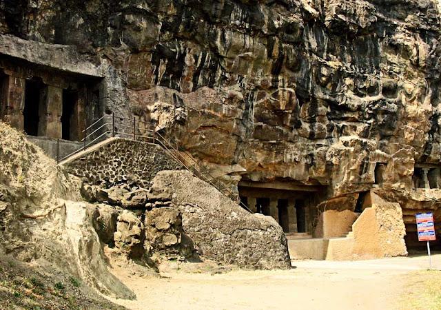 outside the Aurangabad caves