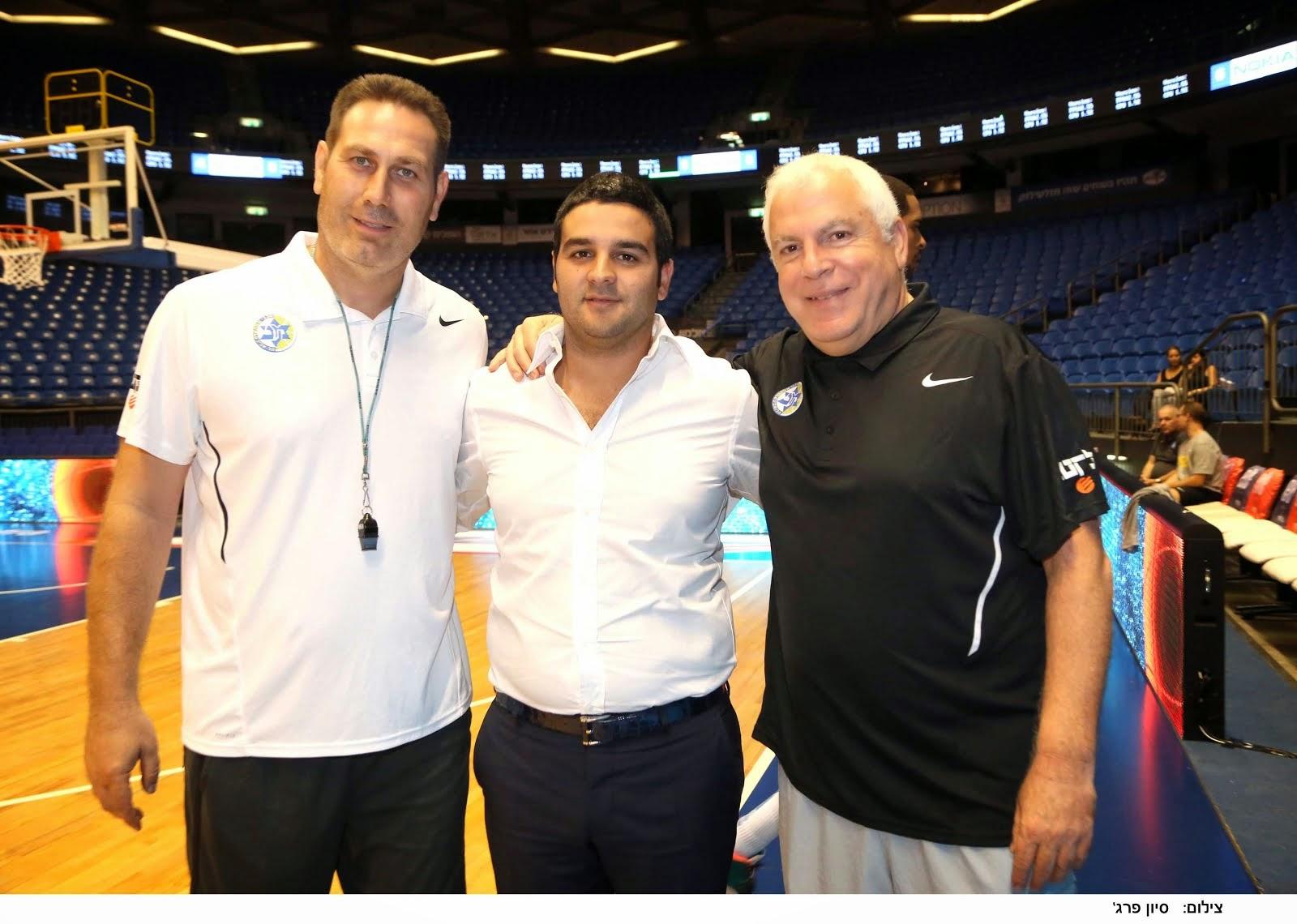 מתוך גלובס: אורן קובי עם פיני גרשון וגיא גודס מאמני מכבי תל אביב