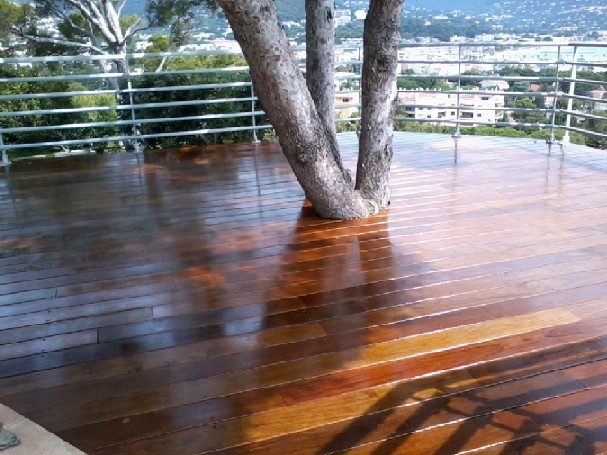 Cr ation agencement d 39 espaces outdoor espace nature jardin for Application de vernis sur bois
