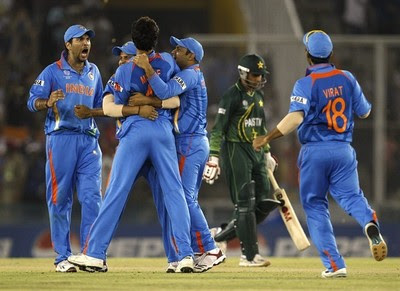 Yuvraj enjoys wicket of Younus Khan