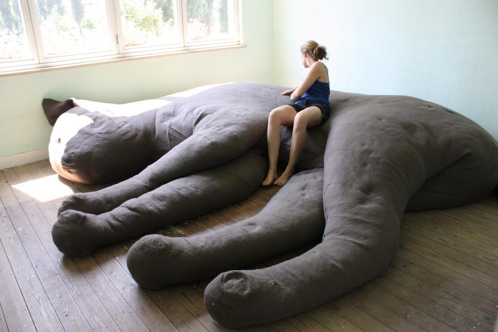 Котодиван - большой диван в виде кота
