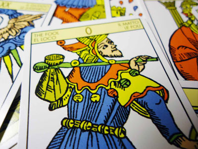 O Tarot é um espelho de nossa trajetória ao longo dos muitos ciclos dentro da jornada da vida...