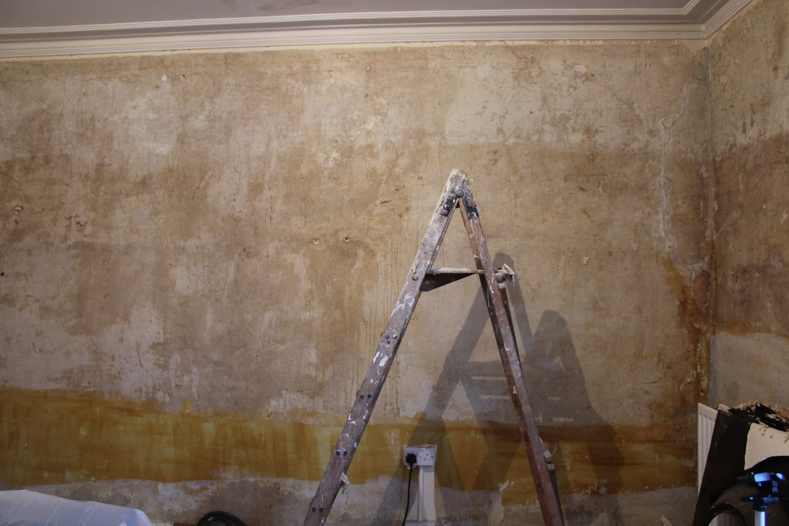 removing wallpaper in living room