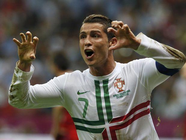 C. Ronaldo decide, fura retranca checa e põe Portugal em semi