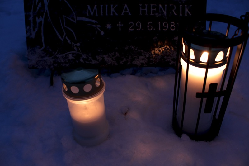 Kynttilät haudalla