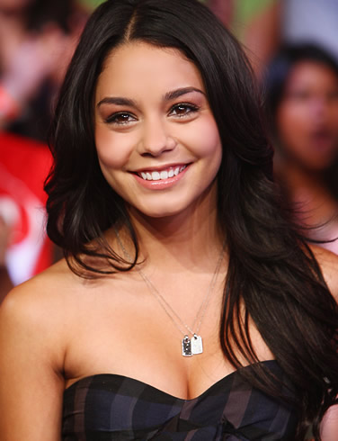 vanessa_anne_hudgens_hot_Fun_Hungama