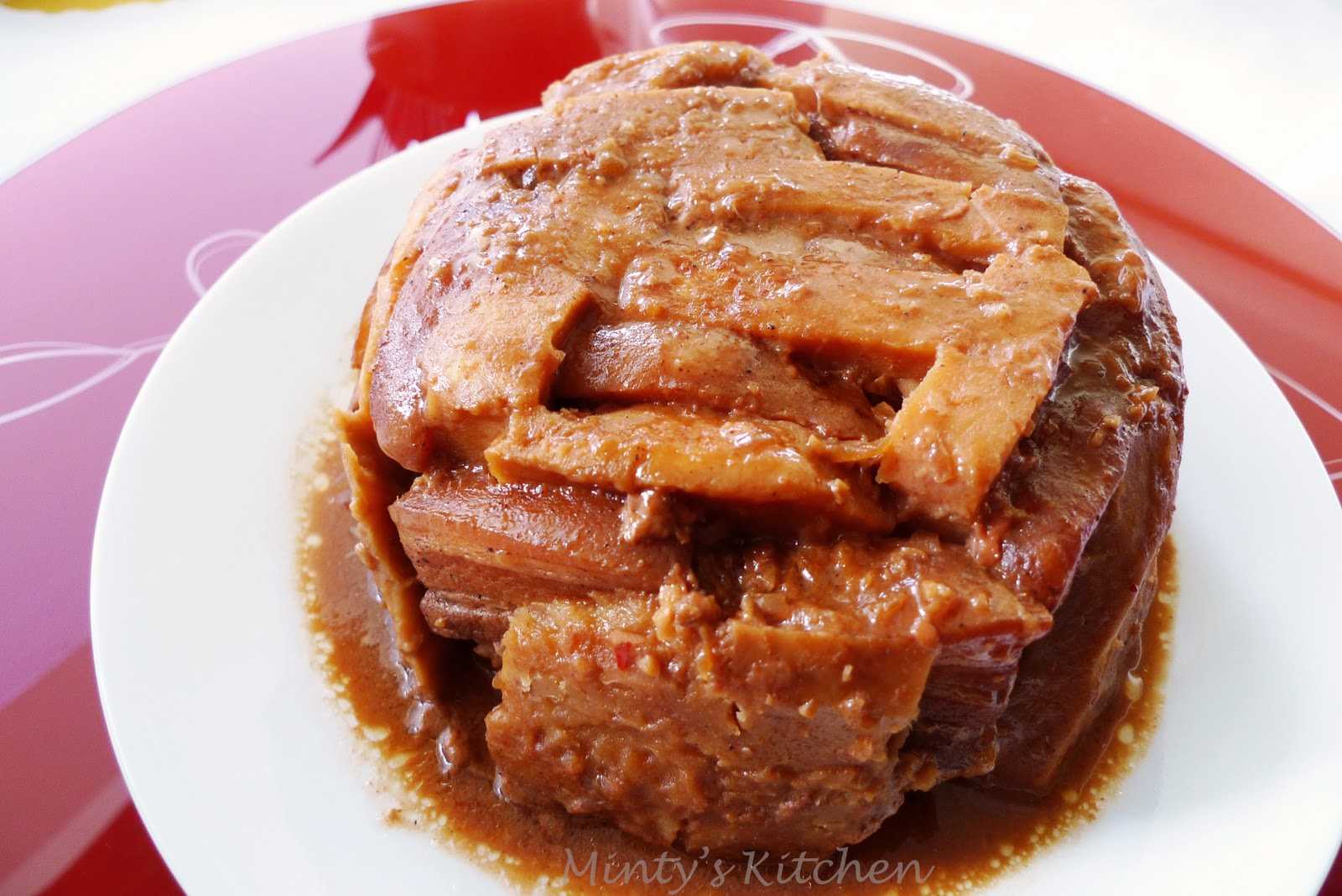 Minty's Kitchen: Hakka Steamed Pork Belly with Yam (芋头扣肉)
