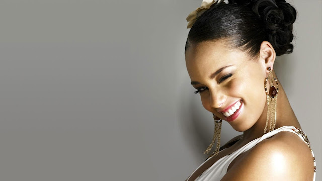 Alicia Keys Eye Winks