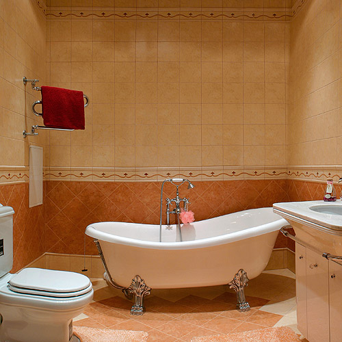 ванная комната дизайн фото для маленькой ванны в бежево коричневых тонах