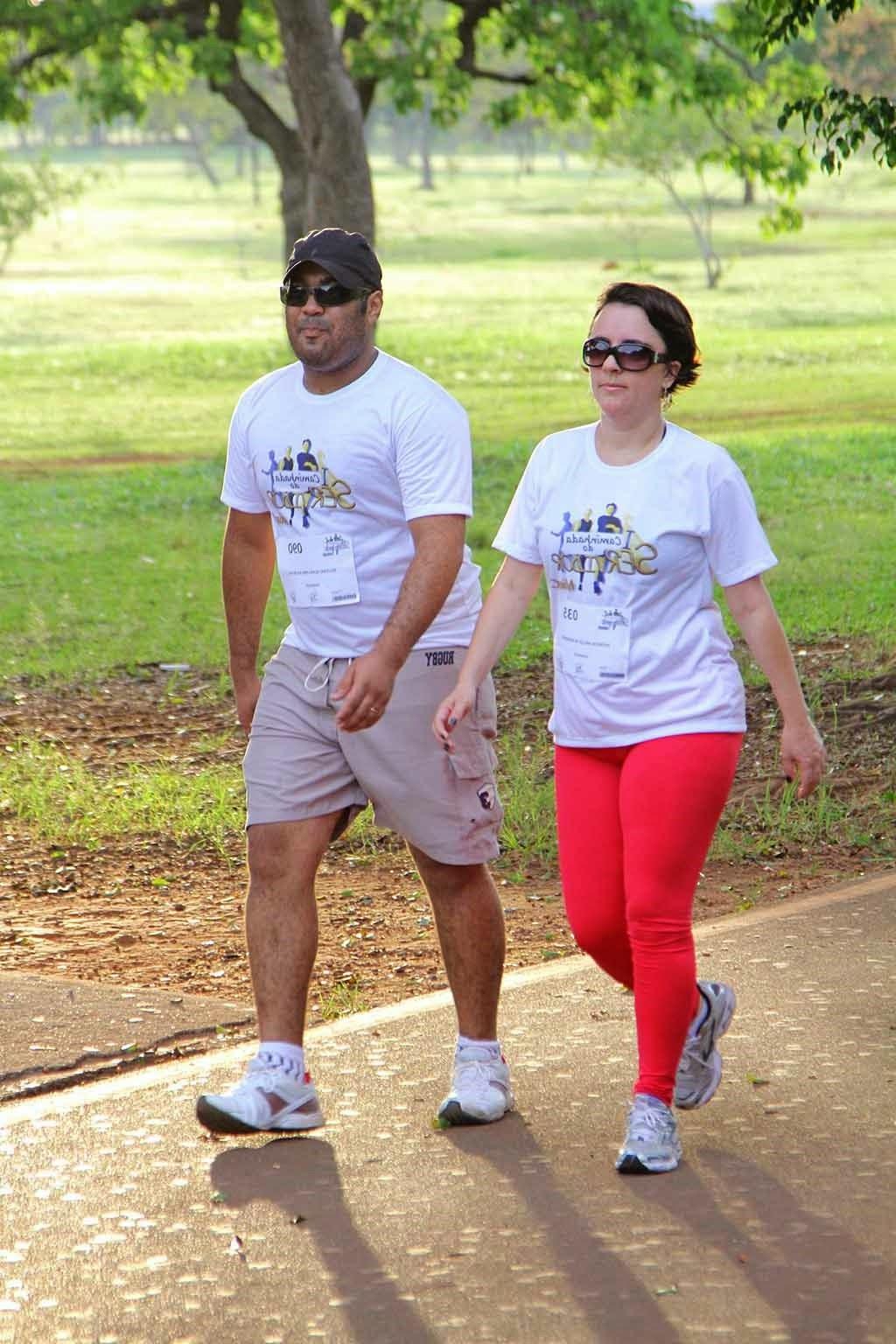 Caminhar uma hora por dia evita doenças como o câncer de mama, cólon e outros, melhora a capacidade cardíaca e respiratória...