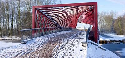 Ini Dia Jembatan Unik Yang Terlihat Seperti Berputar