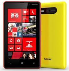 NokiaLumia 820 adalah handset kedua yang menggunakan operasi Windows Phone 8 setelah Nokia Lumia 920. Handset ini di persenjatai dengan prosesor Qualcomm S4, RAM 1GB, dengan memori internal sebesar 8GB dan dukungan slot micro SD sampai 32GB.  Keunggulan hanset dibandingkan handset windows phone 8 lainnya adalah sudah terdapat fitur wireless charging, yaitu fitur yang dapat melakukan pengisian batre tanpa kabel. Nokia juga mengabarkan ponsel ini akan dilengkapi dukungan jaringan 2G, 3G, Dan 4G, kemungkinan kalau ponsel ini masuk indonesia jaringan 4G tidak akan tersedia karena di indonesia memang belum mendukung jaringan tersebut.