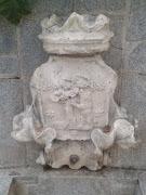 Escudo en Jardín de La Quinta de La Fuente del Berro.