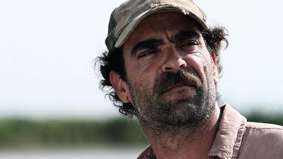 Se ve a Luis Tosar en una escena de la película Operación E