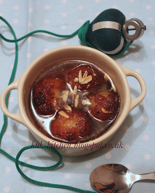 gulab jamun / indian sweet