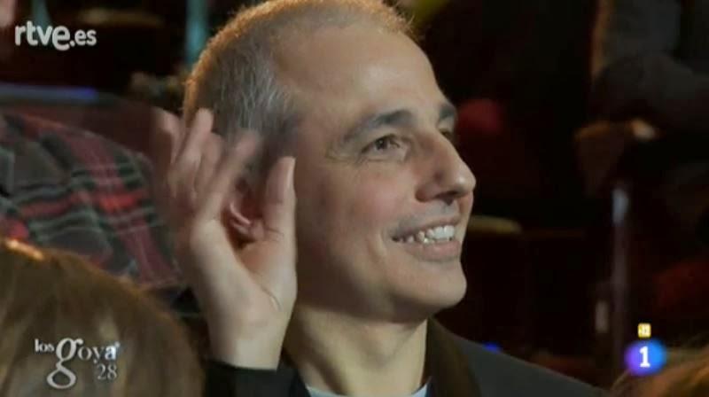 El director Pablo Berger, ante los chistes del presentador Manel Fuentes en los Goya