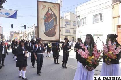 Estudiantes hicieron la promesa de bailar por fe a la Virgen del Socavón