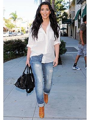 http://1.bp.blogspot.com/-ehhkAtcEibw/TZmgz7ASkkI/AAAAAAAABig/qJtekwhQtl4/s1600/kim-kardashian-in-paint-shirt.jpg