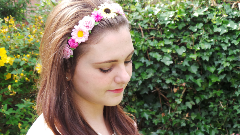 Floral hair, hair inspiration, flower band, primark, primark flower band
