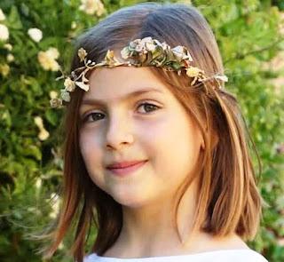 Gambar Anak Perempuan Pakai Bandana Bunga Cantik