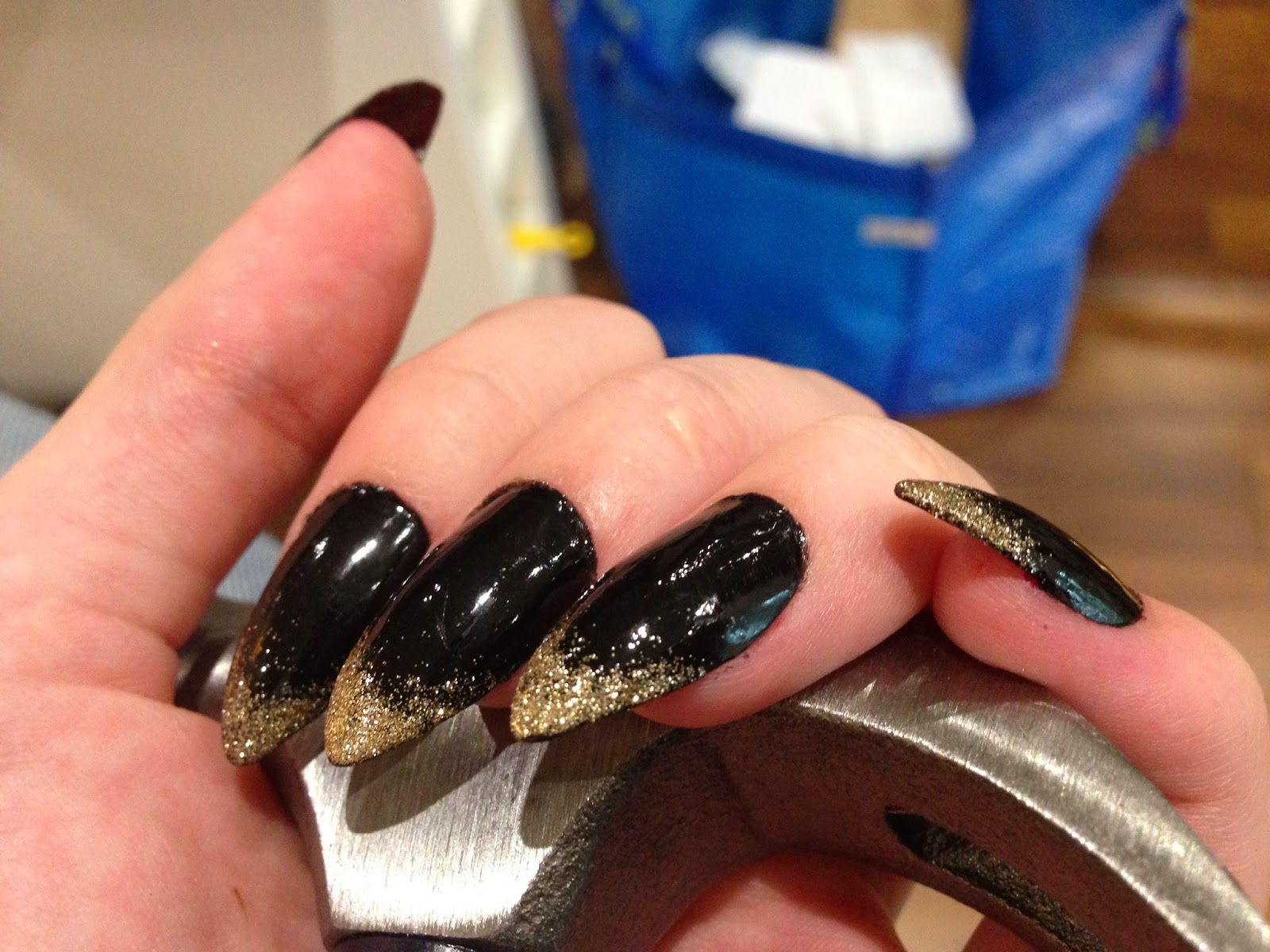 Pretty Trivialities: Stiletto Nails