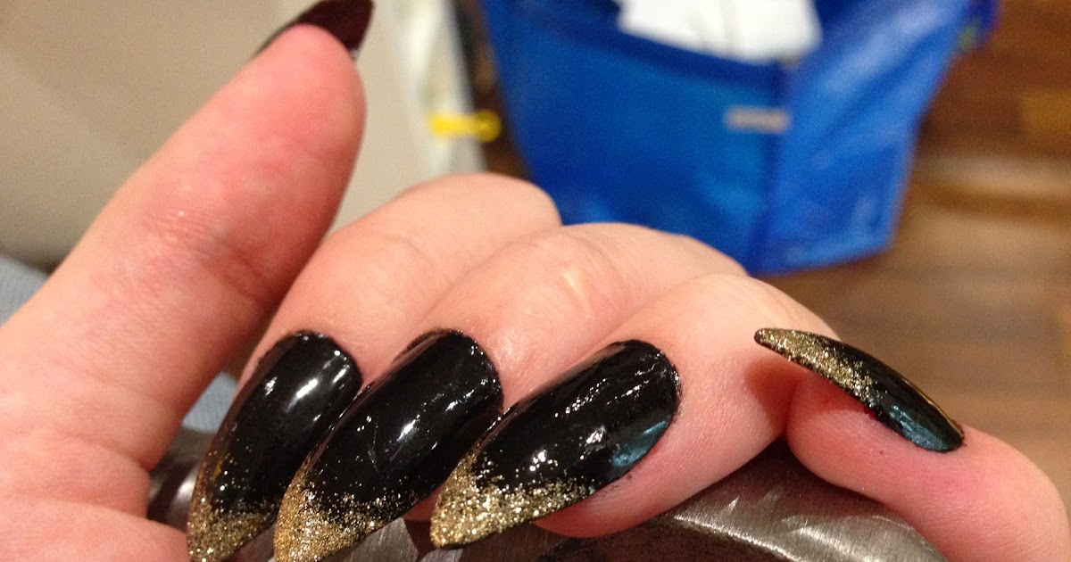 Pretty Trivialities: Stiletto Nails