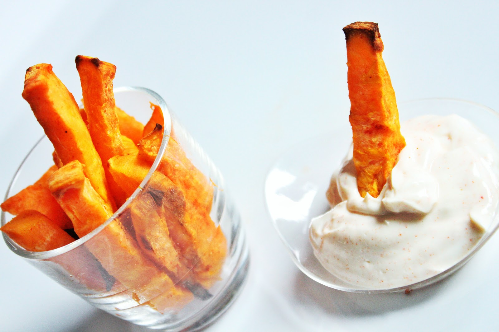frites de patates douces au paprika et leur petite sauce. Black Bedroom Furniture Sets. Home Design Ideas