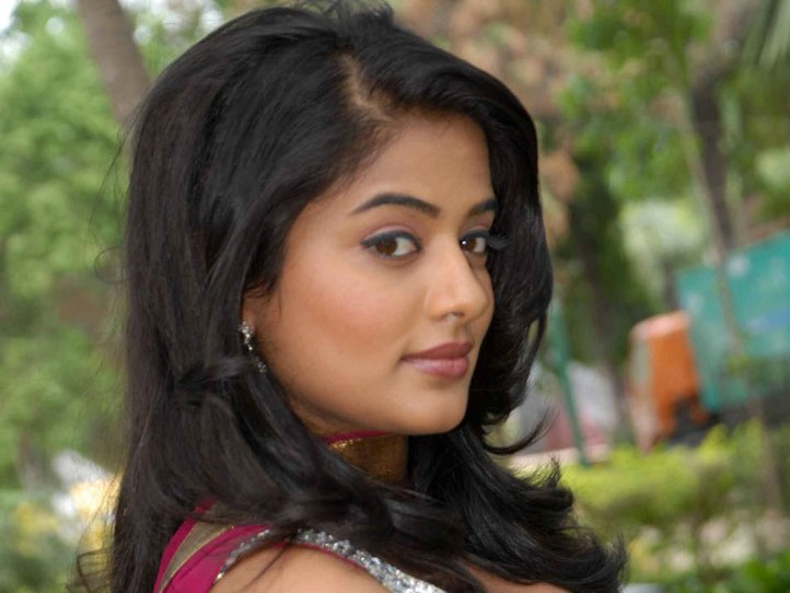 Priyamani  - Priyamani Hot Stills in Suit