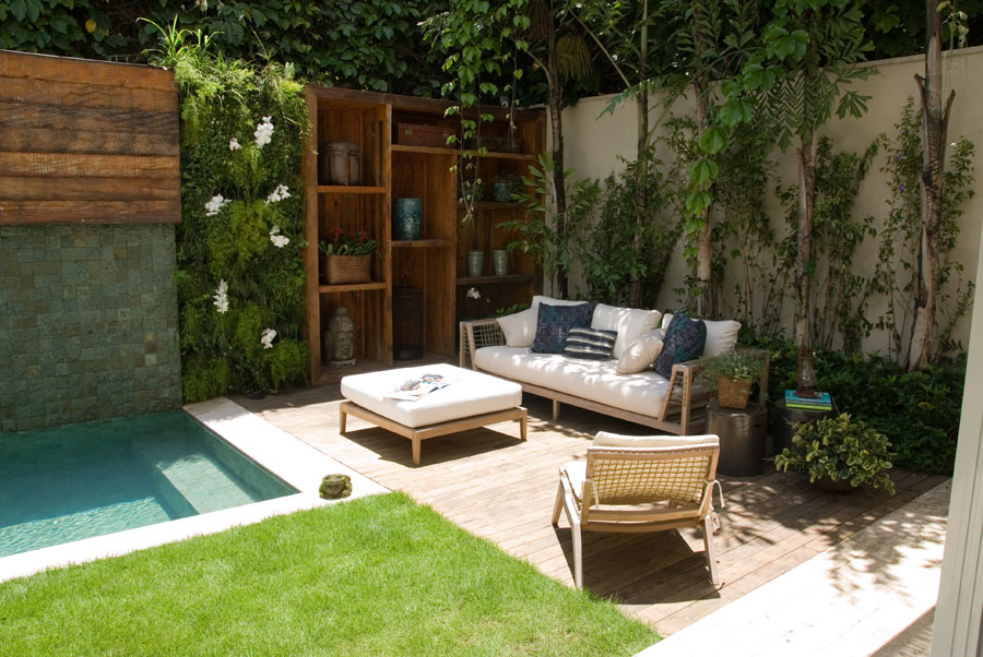 jardins quintal pequeno:Small Backyard Plunge Pool