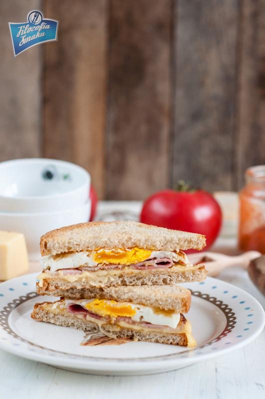 Sandwich z boczkiem, jajkiem i serem